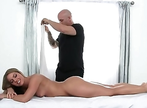 Bootie Blessed Candice Dare Loves a Naughty Massage! HD