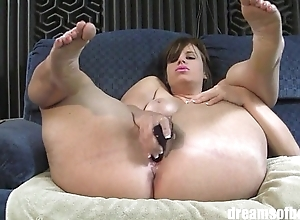 PAWG Virgo Peridot masturbating and spreading her thick thighs