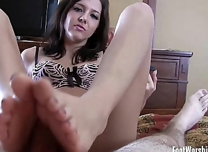 Bella begs about babe Macys perfect feet
