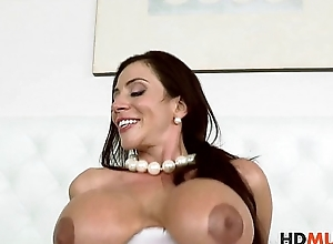 Stepmom Ariella Ferrera teachs Angel Del Rey how to be thrilled by