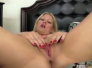 Mature housewife loves surrounding fuck